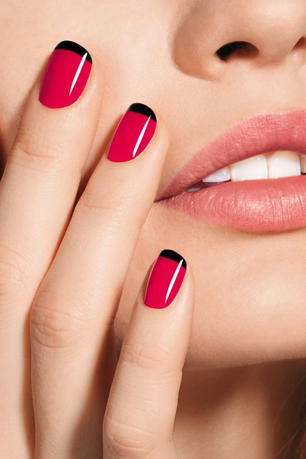 Красный с черным маникюр на коротких ногтях